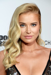 Tanya Mityushina showed off an Old Hollywood-inspired hairstyle at the Sports Illustrated 2017 Fashionable 50 celebration.