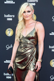 Lindsey Vonn accessorized with an elegant black tube clutch at the Sports Illustrated Fashionable 50 event.