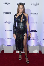 Black Schutz sandals with tasseled ankle straps sealed off Hannah Jeter's sexy maternity look.