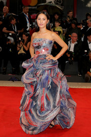 Nicole Warne looked like a walking work of art in this strapless abstract-print gown by Armani Prive at the Venice Film Festival screening of 'A Star is Born.'