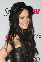 We're not quite sure what Lindsay was thinking when she topped off her look with this funky, feathered black hat, but Lindsay has a hard time shocking anyone anymore.