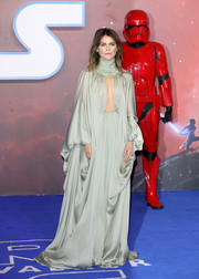 Keri Russell made a grand entrance in a sage-green cutout gown by Stephane Rolland Couture at the European premiere of 'Star Wars: The Rise of Skywalker.'