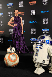 Daisy Ridley worked a spring-goddess vibe in this purple flower-appliqued fishtail gown by Jason Wu at the 'Star Wars' Shanghai fan event.