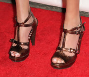 Riki finished off her metallic look with classy bronze T-strap sandals.