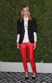 Angela Lindvall looked preppy in a black blazer layered over a white button-down at the Chloe LA fashion show and dinner.