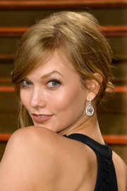 Karlie Kloss pulled her locks back into a messy-chic knot for the Vanity Fair Oscar party.