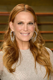 Molly Sims was gorgeous, as always, at the Vanity Fair Oscar party wearing her hair in center-parted waves.