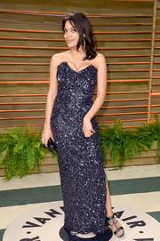 Rosario Dawson chose a pair of elegant blue strappy sandals to finish off her outfit.