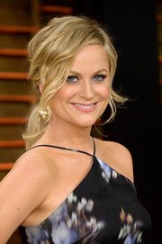 Amy Poehler oozed sweetness with this loose, wavy ponytail at the Vanity Fair Oscar party.