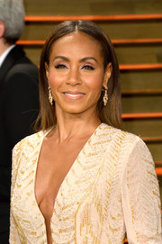 Jada Pinkett Smith kept it basic with this straight center-parted 'do during the Vanity Fair Oscar party.