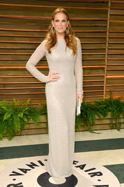 Molly Sims was a classic beauty in a long-sleeve, light gray column dress during the Vanity Fair Oscar party.