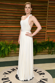 Amy Adams went for a sexy goddess vibe at the Vanity Fair Oscar party in a white Carolina Herrera one-shoulder gown with a bit of side cleavage showing.