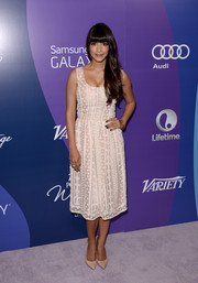Hannah Simone looked sweet and lovely in an embroidered pink cocktail dress by Oscar de la Renta during the Variety Power of Women event.