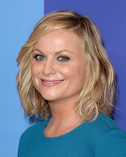 Amy Poehler looked youthful and chic with this shoulder-length wavy cut during the Variety Power of Women event.
