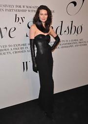 Shalom Harlow wore bicep-length leather gloves to the Ever Changing Face of Beauty reception.