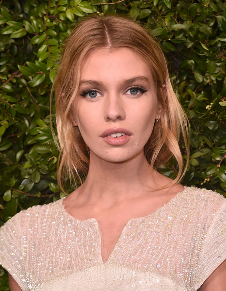 Stella Maxwell Loose Ponytail [hair,face,lip,eyebrow,blond,hairstyle,beauty,shoulder,fashion,skin,charles finch,stella maxwell,chanel pre-oscar awards,dinner,arrivals,california,los angeles,madeo restaurant,madeo in beverly hills,chanel]