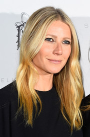 Gwyneth Paltrow went to the Stella McCartney presentation wearing a center-parted 'do. No surprise there!
