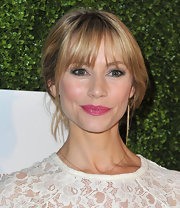 Meredith Monroe pinned back her blonde locks into this updo, so that only her bangs were left to frame her face.