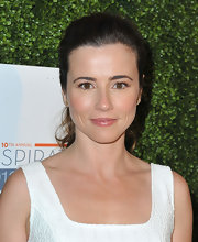 Linda Cardellini swept back her cascading waves into a bouncy ponytail at the Inspiration Awards.