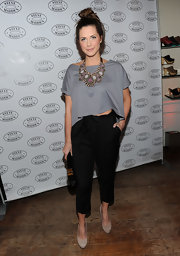 Erin jumps on the crop top trend in a white t-shirt style for the Steve Madden concert.