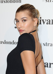 Hailey Baldwin slicked her hair back into a classic bun for the Stradivarius: The Event Paper launch.