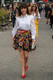 Linda Cardellini was spotted during New York Fashion Week wearing an elegant white broderie anglaise shirt by Carolina Herrera.