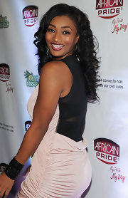 Toccara Jones completed her ruched jersey dress with a leather bracelet equipped with rhinestones.