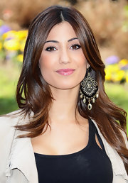 Federica Nargi added a decorative touch to her long tresses with gold and black chandelier earrings.