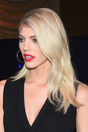 Devon Windsor showed off a stylish layered cut at the Stuart Weitzman presentation.