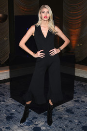 Devon Windsor worked her supermodel figure in a cropped, bell-bottom jumpsuit at the Stuart Weitzman presentation.