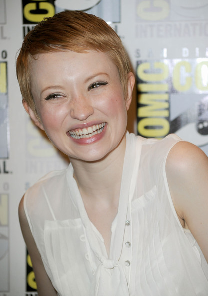 More Pics of Emily Browning Pixie (1 of 7) - Short Hairstyles Lookbook - StyleBistro [sucker punch,hair,face,facial expression,eyebrow,hairstyle,skin,beauty,lip,blond,smile,emily browning,red carpet,san diego,california,comic-con]