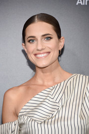 Allison Williams wore her hair in a slicked-down ponytail at the New York premiere of 'Sully.'