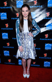 Hailee nailed the mixed print look when she sported this long-sleeve blue and white paisley-print blouse with a bold printed skirt.