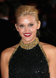 Ashley chose a deep red lipstick for the event.