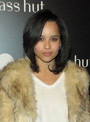 Zoe Kravitz kept her hair simple by donning a layered shoulder-length hairdo. She added a slight under-curl to give it some volume.