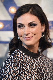 Morena Baccarin went for a retro-chic shoulder-length hairstyle with wavy ends at the Swarovski Times Square celebration.