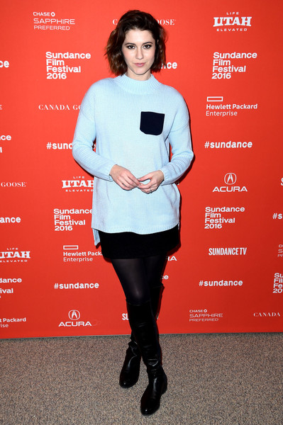 Mary Elizabeth Winstead chose a pair of black knee-high boots to finish off her outfit.