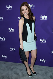 Allison Scagliotti chose this fun and flirty navy and teal abstract-print frock for her look at the Syfy Upfront Event.