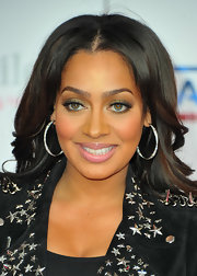 La La Anthony looked gorgeous at the NBA All-Star Game wearing her hair in a wavy center-parted style.