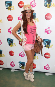 Maria Fowler attended T4 on the Beach wearing white lace-up boots with her summery tank, shorts, and straw hat combo.