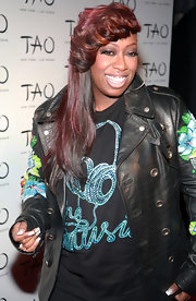 Missy Elliot showed off a funky haircut, which was complete with feathered bangs and multi-tone streaks.