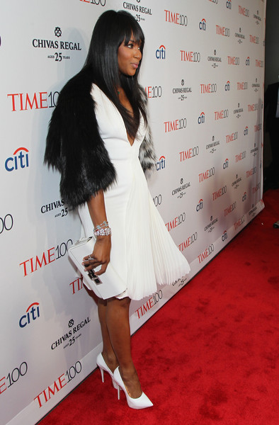 A simple white leather clutch rounded out Naomi Campbell's red carpet look.