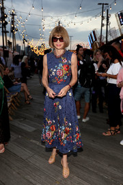 Anna Wintour kept it ladylike in a floral-embroidered frock while attending the #TOMMYNOW runway show.