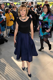 A navy skirt featuring a cinched waist, full cut and midi length gave Sian Williams a pretty, playful vibe at the 2011 TRIC Awards in London.