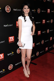 Selena Gomez carried a silver hard case clutch on the TV Guide red carpet.