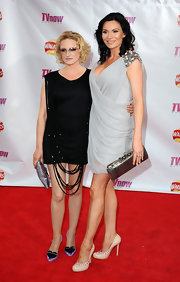Lucy Pargeter looked downright enchanting in a to-die-for gray drape dress with shoulder embellishments.