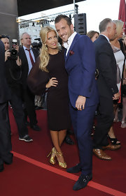 Rafael Van Der Vaart paired black suede loafers with his classic navy suit at the 'Tag Der Legenden.'