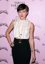 Short hair cuts are all the rage for women. Zelda Williams showed off a cute cropped look, which looks very flattering on the actress.
