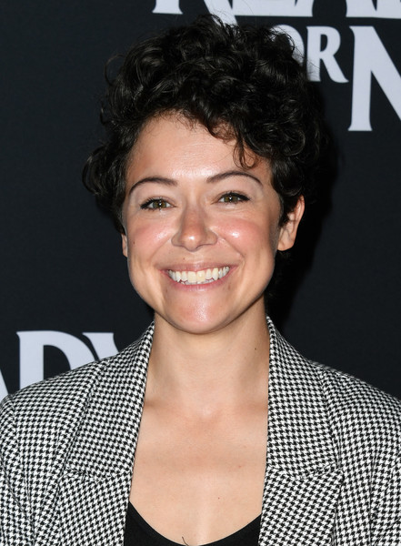 Tatiana Maslany Short Curls [ready or not,hair,hairstyle,eyebrow,forehead,chin,smile,premiere,black hair,pixie cut,crop,arrivals,tatiana maslany,arclight culver city,california,la screening of fox searchlight]