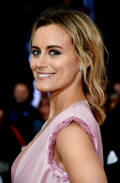 Taylor Schilling Dangling Diamond Earrings [the public premiere,hair,beauty,human hair color,hairstyle,blond,eyebrow,fashion model,smile,lady,girl,arrivals,taylor schilling,toronto,canada,roy thomson hall,toronto international film festival,premiere]
